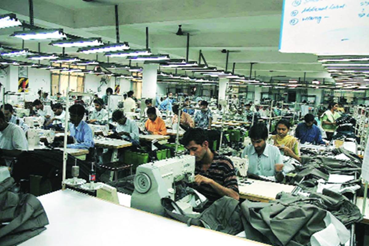 Gujarat state labour department all the Surat based textile units to submit detailed list of the migrant workers